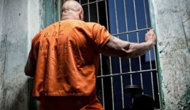 Man turns himself in 30 years after escaping from prison